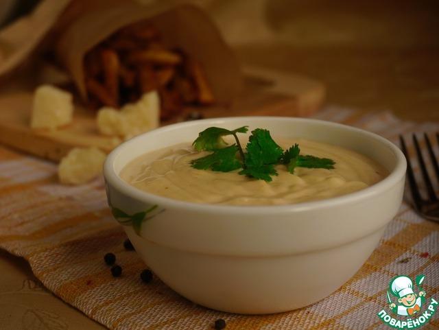 Соус готов! Его можно подавать и теплым и остывшим. Хорошо подходит к печеным овощам, макаронам, картофелю, рыбе. А еще можно просто намазать на бутерброд. Приятного аппетита!