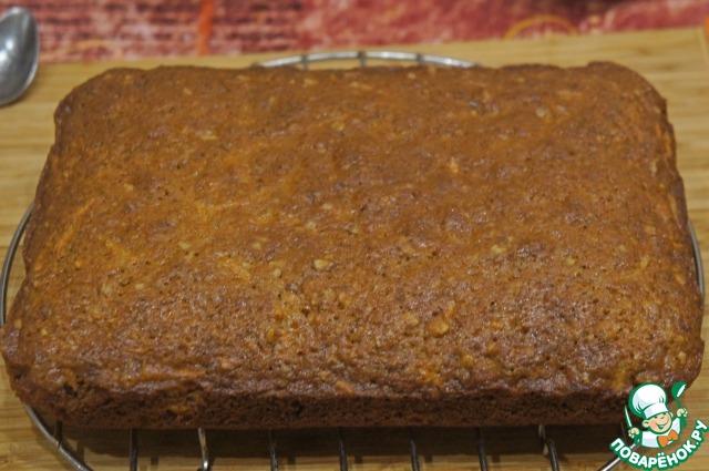 Готовый кекс извлечь из формы и остудить на решетке.