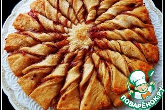 Пирог из слоеного теста с малиновым джемом