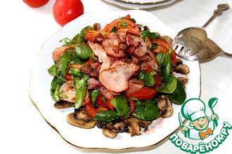 Салат из шпината и бекона на грибной подложке