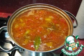 Томатный суп с рыбными консервами и фасолью