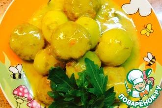 Тефтели с картофелем в сметанном соусе