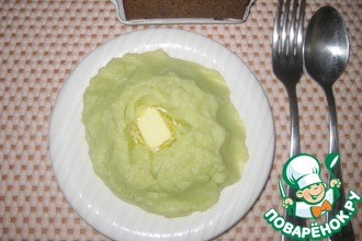 Нежно-зеленое картофельное пюре с луком-пореем