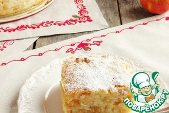 Сочный яблочно-манный пирог