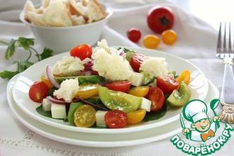 Салат с чиабаттой и сезонными овощами