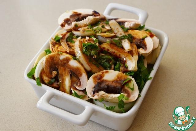 Поливаем смесью фету с грибами и овощами и ставим в микроволновку на 4-5 минут (мощность 800 ватт) или в духовку на 20 минут. При приготовлении буюрди в духовке, форму следует накрыть крышкой или фольгой, чтобы соус не испарился. Или же можно запечь прямо в фольге, сложив 2 куска крест-накрест, выложив фету и остальные ингредиенты и закрыв сверху краями фольги.