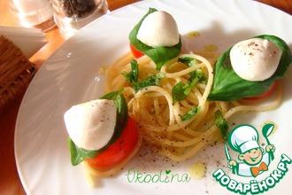 Салат с моцареллой и спагетти