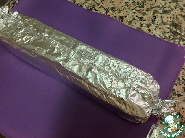 Свернуть плотный брусок и поставить в холодильник на 3-4 часа, а лучше на ночь