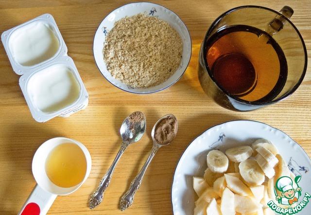 Яблоко и банан - чистим, нарезаем. Подготавливаем остальные ингредиенты.