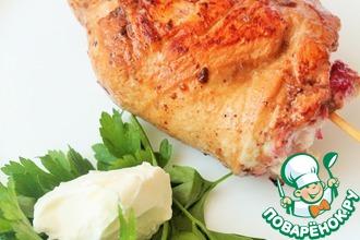 Куриное филе с брусникой и творожным сыром