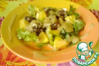 Салат с куриной печенью и манго