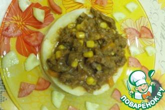 Говядина в луково-томатном соусе с кукурузой