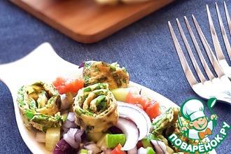 Салат с семгой и зеленым омлетом