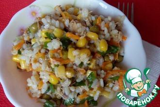 Рисовый салат с рыбными консервами