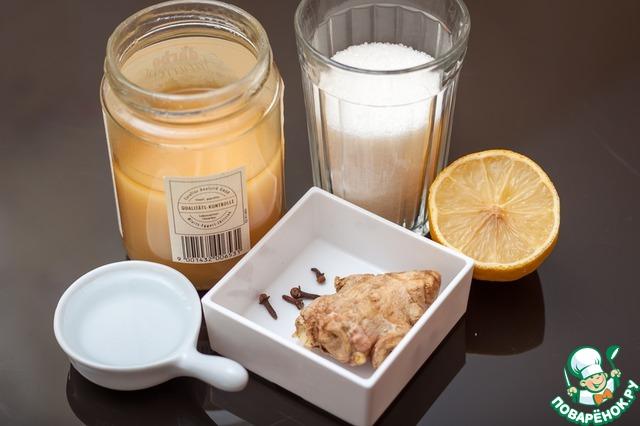 Нам понадобится вот такой набор продуктов: сахар, мед, корень имбиря, бутоны гвоздики, лимон и вода.