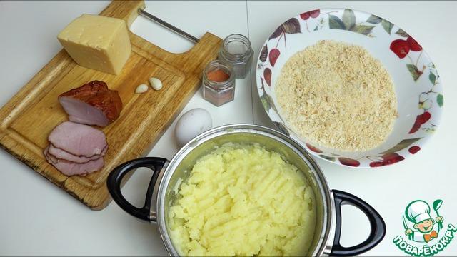 Картофельное пюре я готовлю заранее. Оно должно быть без воды, молока и масла! Просто сваренный, подсоленный и толченный картофель (без комочков!). Сухари я, как всегда, использую только домашние! Как я их делаю, можно посмотреть здесь http://www.povarenok .ru/recipes/show/124  840/
