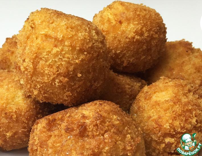 Картофельные шарики с ветчиной и сыром