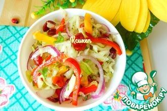 Капустный салат с вяленой клюквой