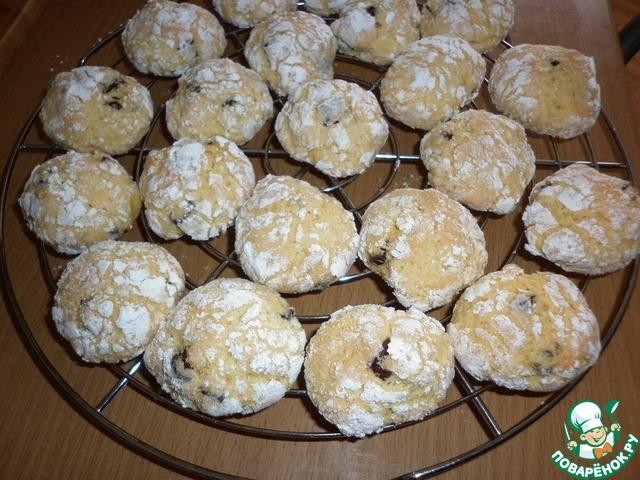 Осторожно снять печенье с противня (горячее печенье очень хрупкое), остудить на решетке.