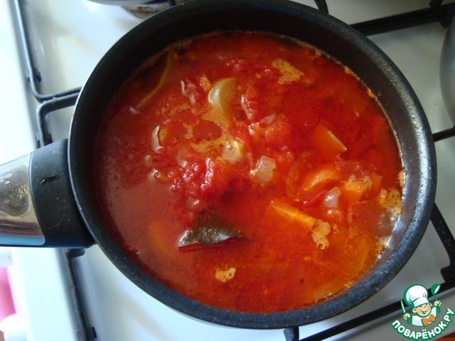 Ставим на плиту, доводим до кипения и убавляем огонь на минимум, накрываем крышкой и варим до готовности овощей - минут 20.