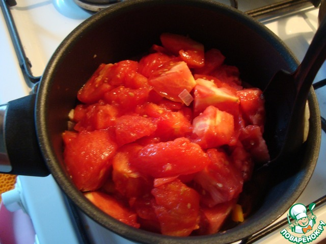 Выложила помидоры и всё уварила минут 30. Посолила и положила сахар. Это по вкусу.