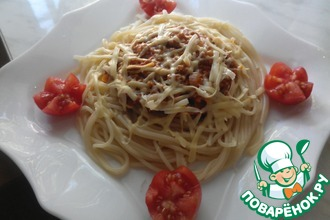 Спагетти с мясным соусом и овощами