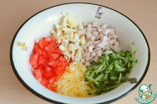 Ингредиенты соединить в миске, добавить по вкусу соль. Заправить майонезом (1 ст. ложка).
