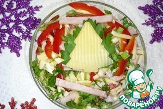 Сырный салат с ветчиной и овощами