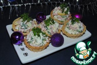 Тарталетки с пикантным сырным салатом