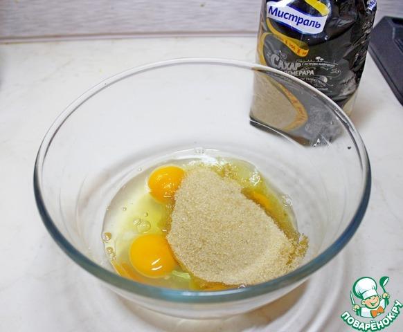 Яйца взбить с тростниковым сахаром Мистраль.