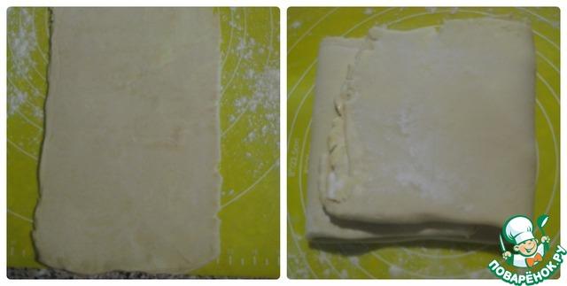 Достаем остывшее тесто.    Подпыляем при необходимости поверхность мукой и раскатываем тесто в длину.     Опять складываем его края к центру, поворачиваем на 90 градусов кусочек и снова раскатываем.    Повторяем процесс раскатывания, складывания и поворачивания 5-6 раз.
