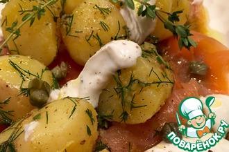 Тёплый салат с картофелем и лососем