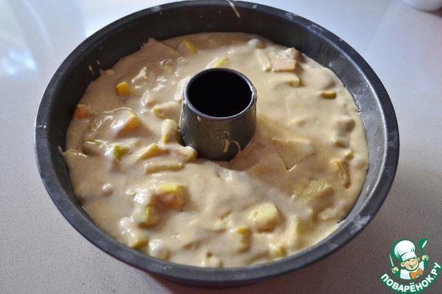 Форму для кекса нужно взять большую или можно использовать 2 прямоугольные формы. Форму смазываем маслом и присыпаем мукой. Излишки муки убираем. Перекладываем тесто в форму и выпекаем в предварительно разогретой до 180 градусов духовке примерно час. Проверять готовность кекса на сухую лучинку.   Кекс очень нежный, поэтому ему следует дать хорошенько остыть, а потом уже доставать из формы и нарезать.
