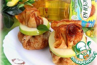 Коричные блины с фаршированными печеными яблоками