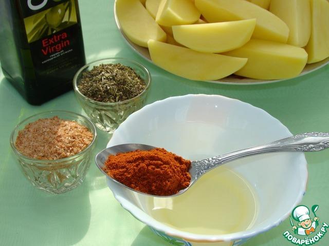 Картофель очистить и разрезать на четвертинки. Приготовить маринад. Для этого смешать растительное масло с паприкой, чесноком, пропущенным через пресс и прованскими травами.