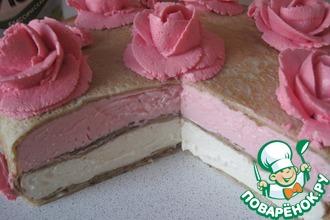 Торт блинчатый с розами