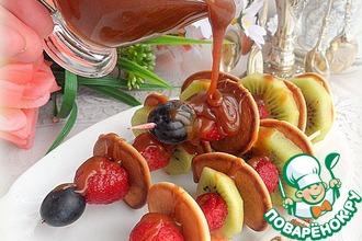 Мини-панкейки с ягодами под соленой карамелью