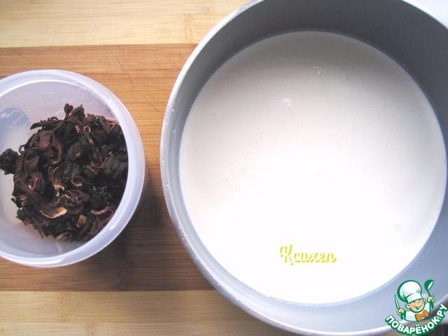 Так как крем готовится заранее, приготовление десерта начинается с крема.   Для крема в сотейнике доводим до кипения сливки.