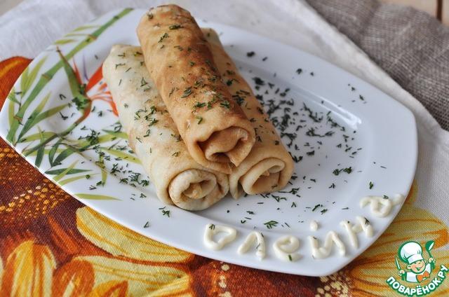 На тарелку для подачи кладём блинные рулетики, посыпаем зеленью укропа.   Приятного аппетита!