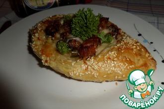 Слоеные пироги-лодочки с картофелем и свининой