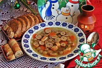 Суп с блинными роллами