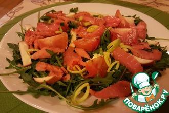 Салат из рукколы с лососем