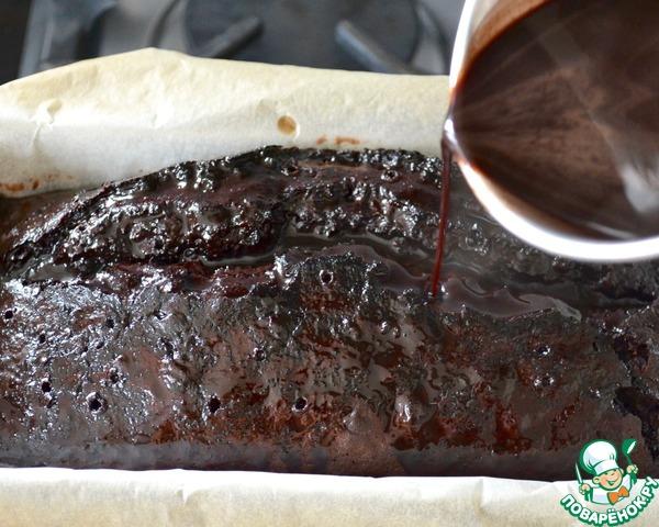 Залить еще горячий кекс приготовленным сиропом! Дать настояться... Из формы не вынимать.