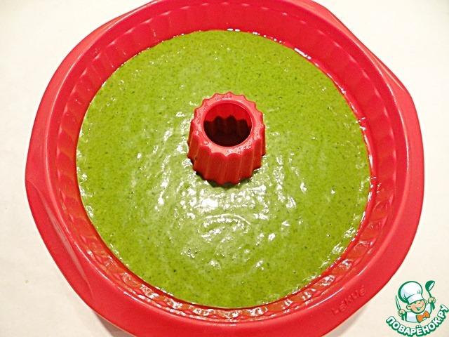 На коричневое тесто выливаю «зеленое» тесто.
