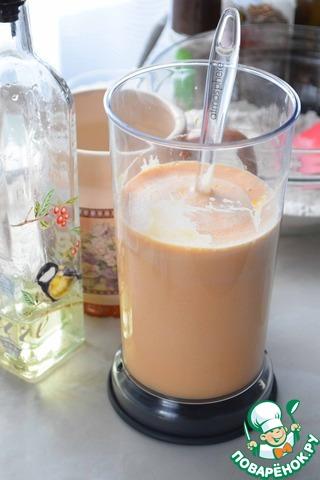 Добавить растительное масло и молоко и еще раз хорошо перемешать.