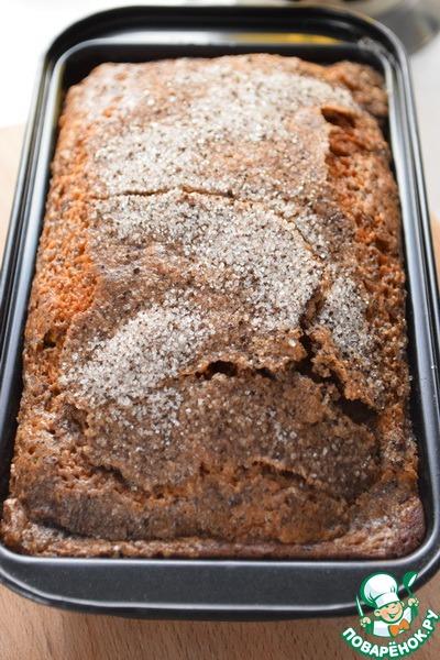 Вытаскиваем кекс, даем ему немного остыть и аккуратно извлекаем из формы.