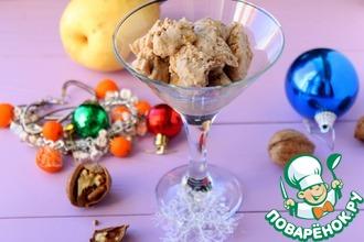 Мороженое с голубым сыром и орехами