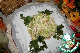 Капустный салат с курицей и яичными блинчиками