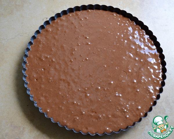 Выложить тесто в форму, разровнять и поставить в разогретую до 160 градусов духовку на 25-30 минут.