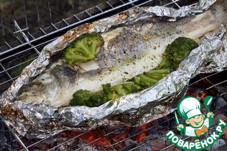 Рыба с брокколи, запеченная в фольге